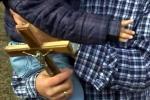 Николай е дълбоко вярващ човек, помага на свещеника в църквата на Драгичево