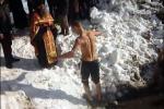 Победителят се явява пред свещеника на Драгичево