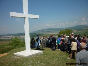 """кръстът на """"Види бог"""" край Драгичево - свещено място за местните от древни времена"""