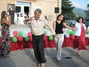 Хорото на традиционния събор на село Драгичево